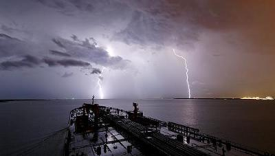 lightning17.jpg